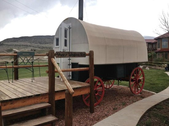 K3 Guest Ranch Bed & Breakfast: Sheepherder Wagon
