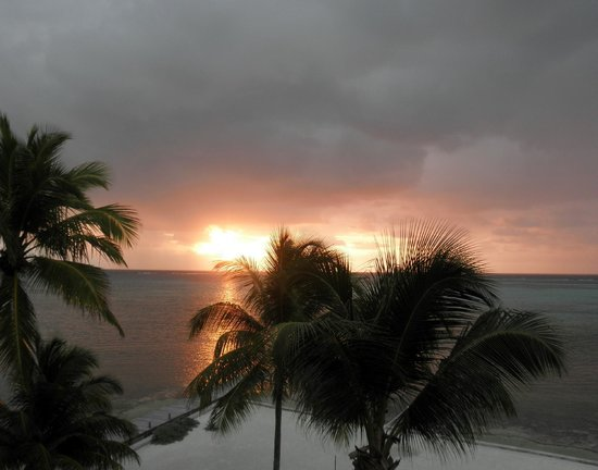Grand Caribe Belize Resort and Condominiums: Sunrise view from Balcony