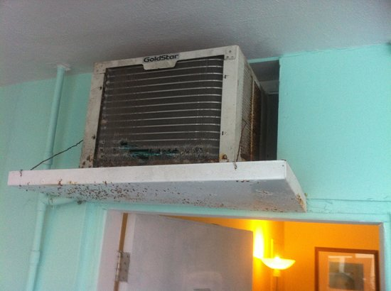 Tropic Cay Beach Resort: the a/c unit from the outside discusting
