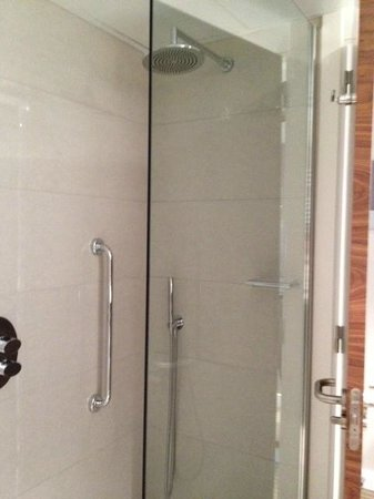 Hilton Barcelona, Shower