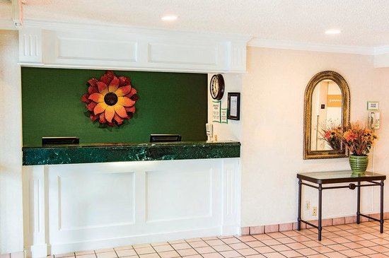 Maryland Heights, MO: Front Desk