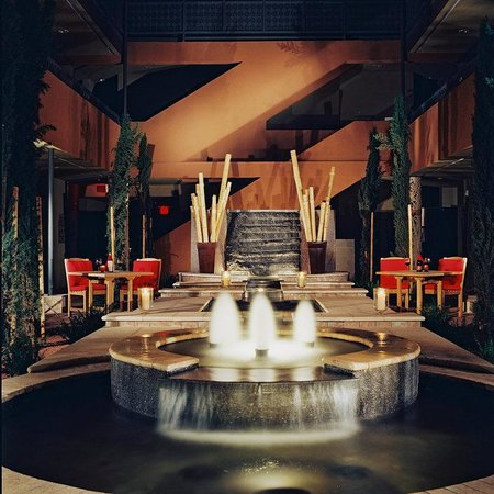 Sedona Rouge Hotel and Spa: Courtyard and Foundation