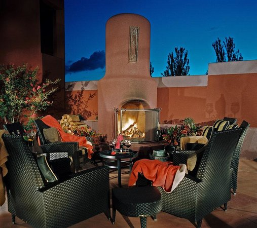 Sedona Rouge Hotel and Spa: Cozy Fire Patio
