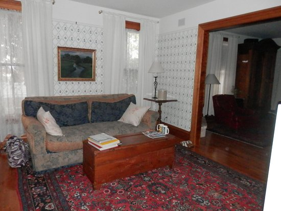 White Lace Inn: sitting room
