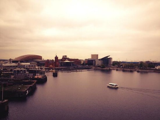 St. David's Hotel and Spa: My 3rd floor balcony view of Cardiff Bay