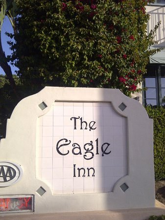 Eagle Inn: Sign of hotel