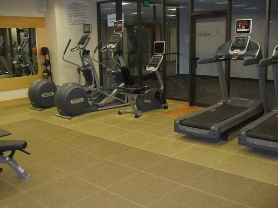 Doubletree Hotel Omaha - Downtown: Gym Machines