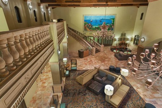 Embassy Suites Mandalay Beach Hotel & Resort: Lobby