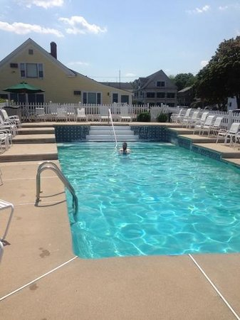 Sea Chambers Motel: pool