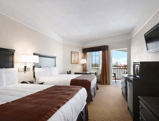 Baymont Inn & Suites Galveston: Standard Two Queen Bed Room