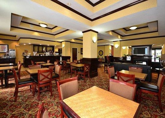 Comfort Suites Shreveport: breakfast area