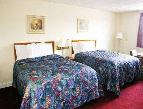 Emporia, KS: 2 Queen Bed Room