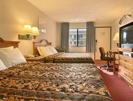 Alhambra, Californien: Standard Two Queen Bed Room