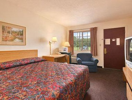 Days Inn - Iowa City Coralville: Standard King Bed Room