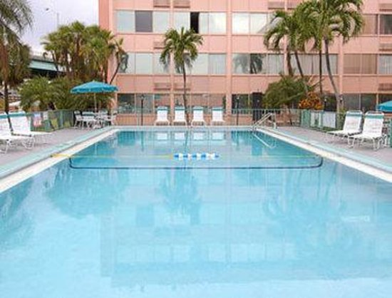 Days Inn Miami International Airport: Pool