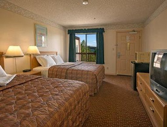 Days Inn South San Francisco Airport/Oyster Point: Standard Two Double Bed Room