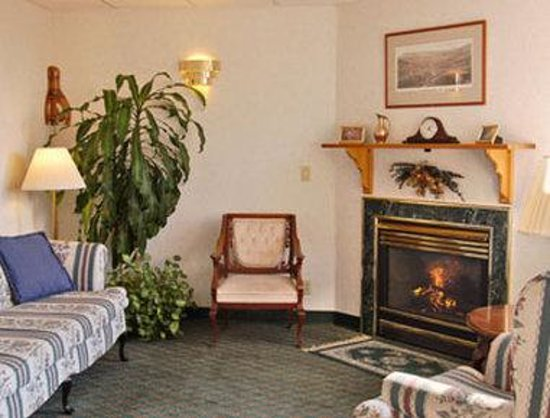 Days Inn Colchester: Fireplace