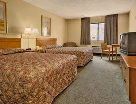 Days Inn Rawlins: Standard Two Queen Bed Room