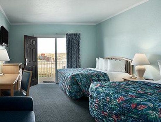 Days Inn Kill Devil Hills Oceanfront - Wilbur: Dunefront Room With 2 Queen Beds.