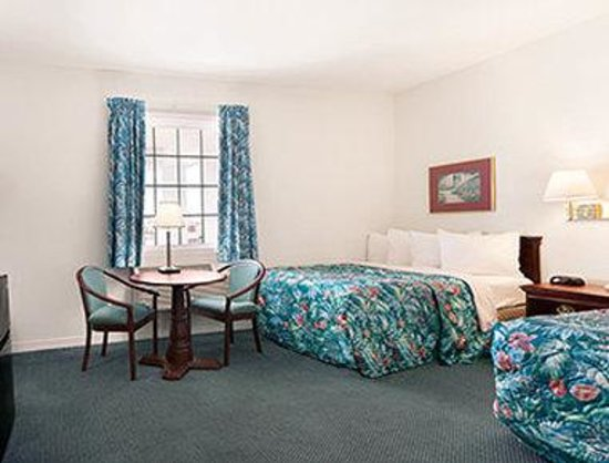 Days Inn Kill Devil Hills Oceanfront - Wilbur: Streetside Room with 2 Double Beds