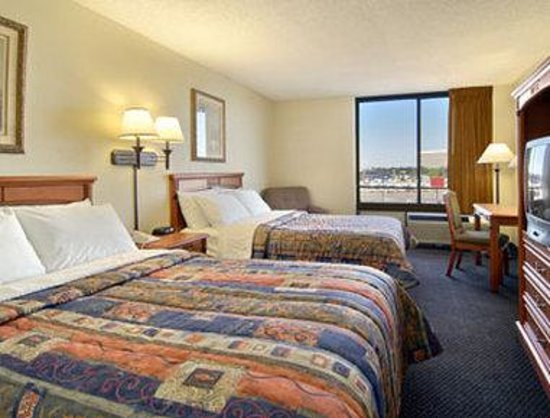 Days Hotel Oakland Airport: Standard Two Double Bed Room