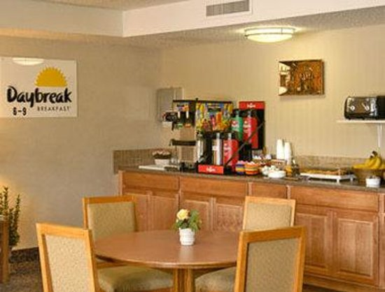 Days Inn Fort Collins: Enjoy a free continental breakfast in our breakfast room.