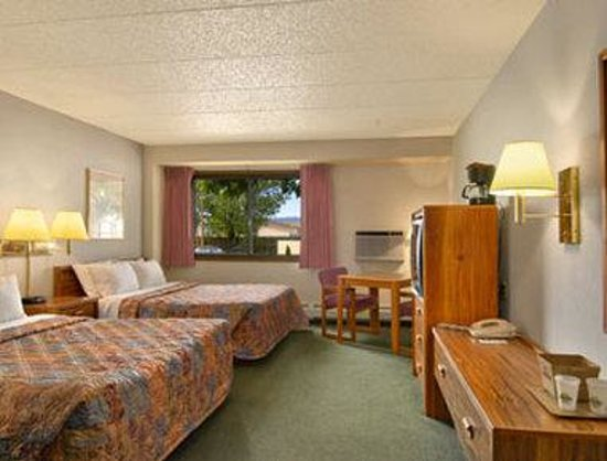 Days Inn Fort Collins: Standard Two Queen Bed Room
