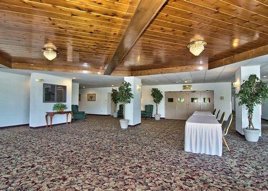 Rodeway Inn & Conference Center: banquet reception area