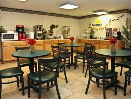 Days Inn Waynesboro: Breakfast Area