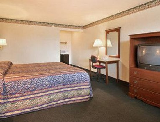 Days Inn Waynesboro: Standard King Bed Room