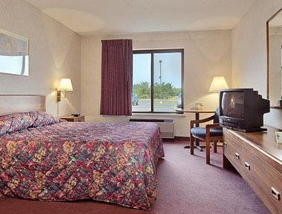 Eagle River, WI: Standard Queen Bed Room