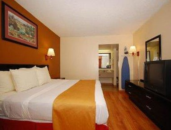 Days Inn Asheville Mall: Standard King Bed Room
