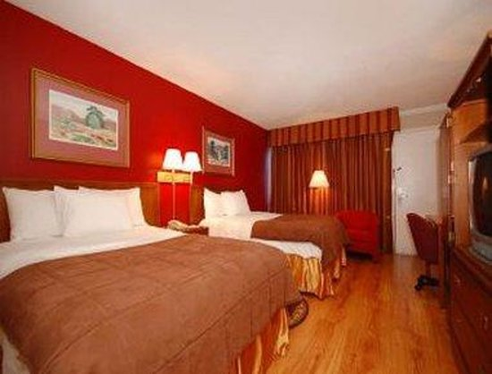 Days Inn Asheville Mall: Standard Two Double Bed Room
