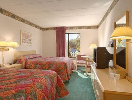 West Springfield, Массачусетс: Standard Two Double Bed Room