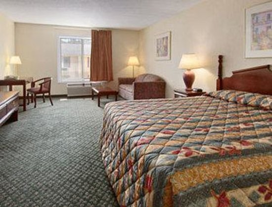 Days Inn Frostburg: Standard King Bed Room