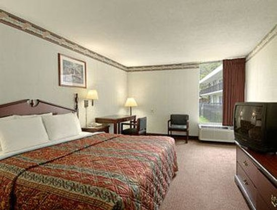 Days Inn College Park: Standard King Bed Room