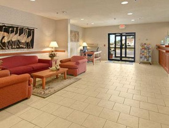 Days Inn Cambridge: Lobby