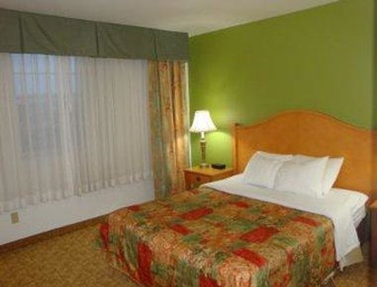 Days Inn & Suites: One Queen Bed Suite