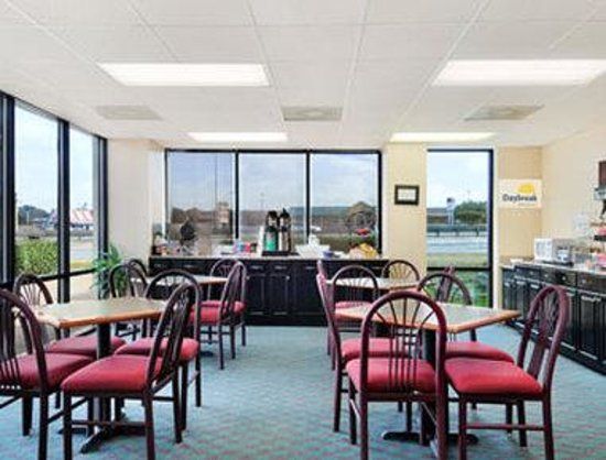 Days Inn & Suites Round Rock: Breakfast Area