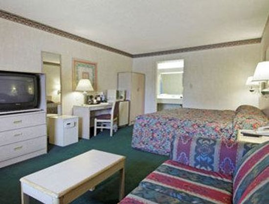 Days Inn Austin University / Downtown : Standard King Bed Room