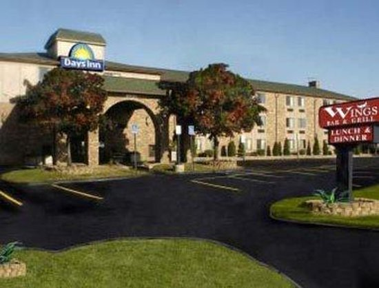 Photo of Days Inn & Suites Detroit Metro Airport Romulus