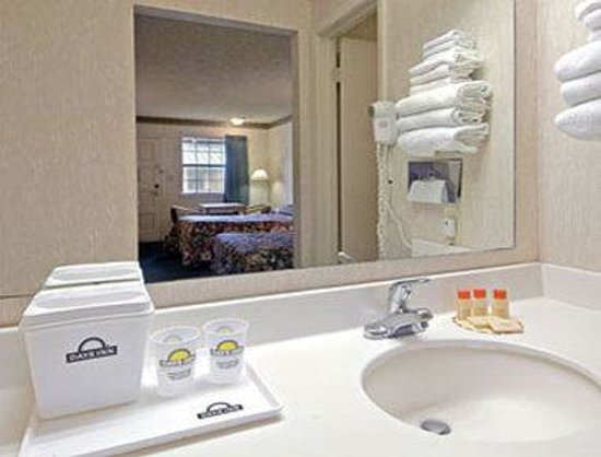 Days Inn Austin University / Downtown : Bathroom