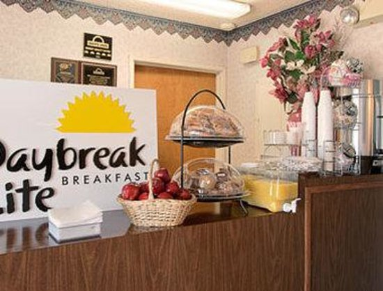Medford Days Inn: Breakfast Area