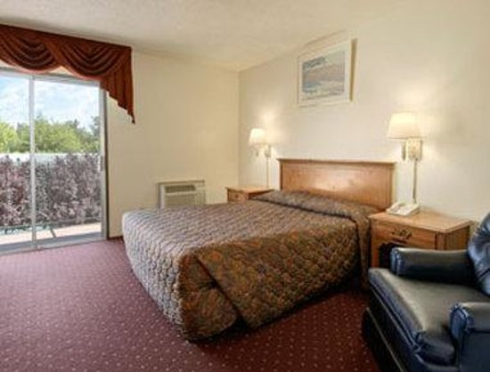 Medford Days Inn: Standard Queen Bed Room