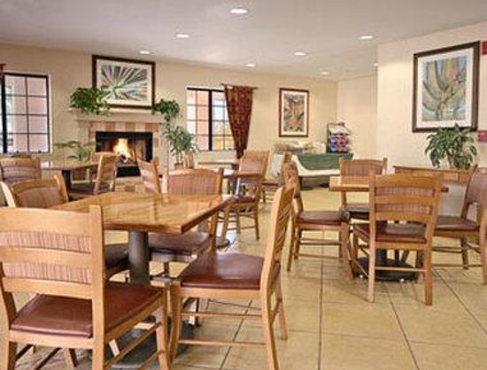 Days Inn and Suites Flagstaff East: Breakfast Area
