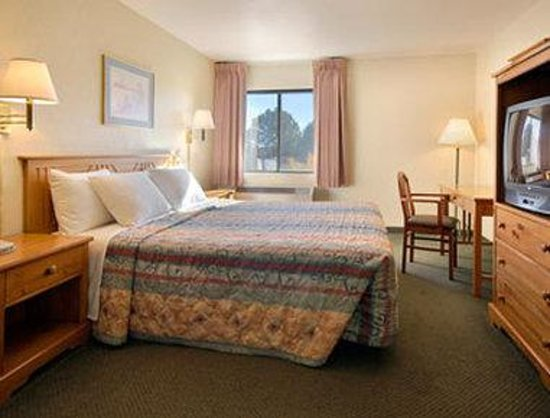 Days Inn and Suites Flagstaff East: Standard King Bed Room