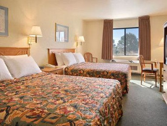 Days Inn and Suites Flagstaff East: Standard Two Queen Bed Room