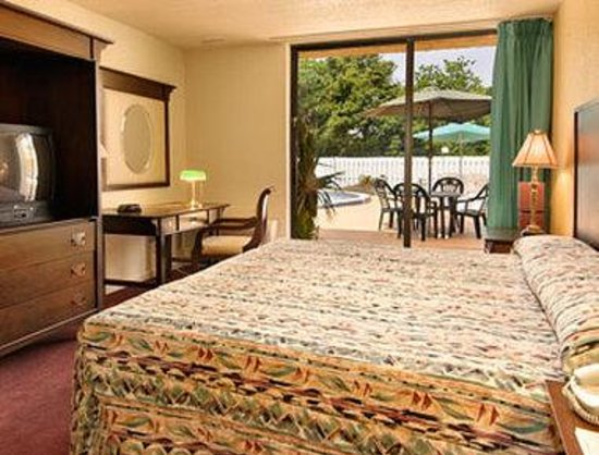 Neptune Beach, FL: Standard King Bed Room