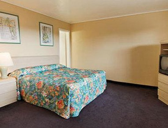 Days Inn Miami Airport North: Standard King Bed Room