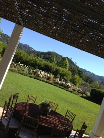 Solage Calistoga: patio view on the path heading to the Solage SPA (best SPA in the world)